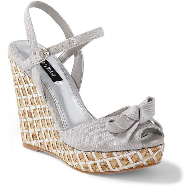 Schuhe über uns