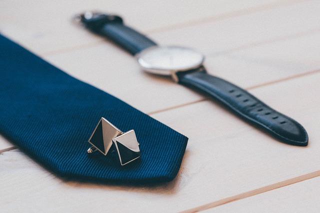 Krawatte und Manschettenknöpfe