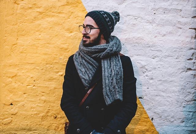 Mann Schal und Mütze