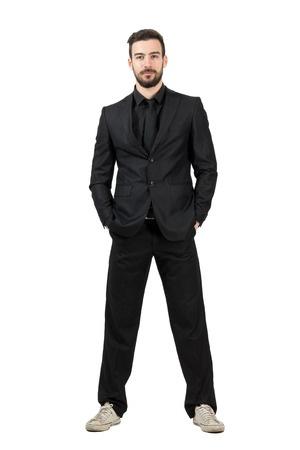 Sneaker und Anzug