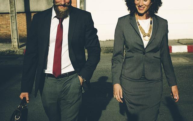 Bild Mann und Frau im Anzug
